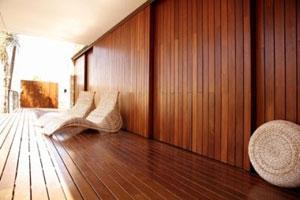 czytaj dalej artykuĹ': Drewniana okładzina na ścianie